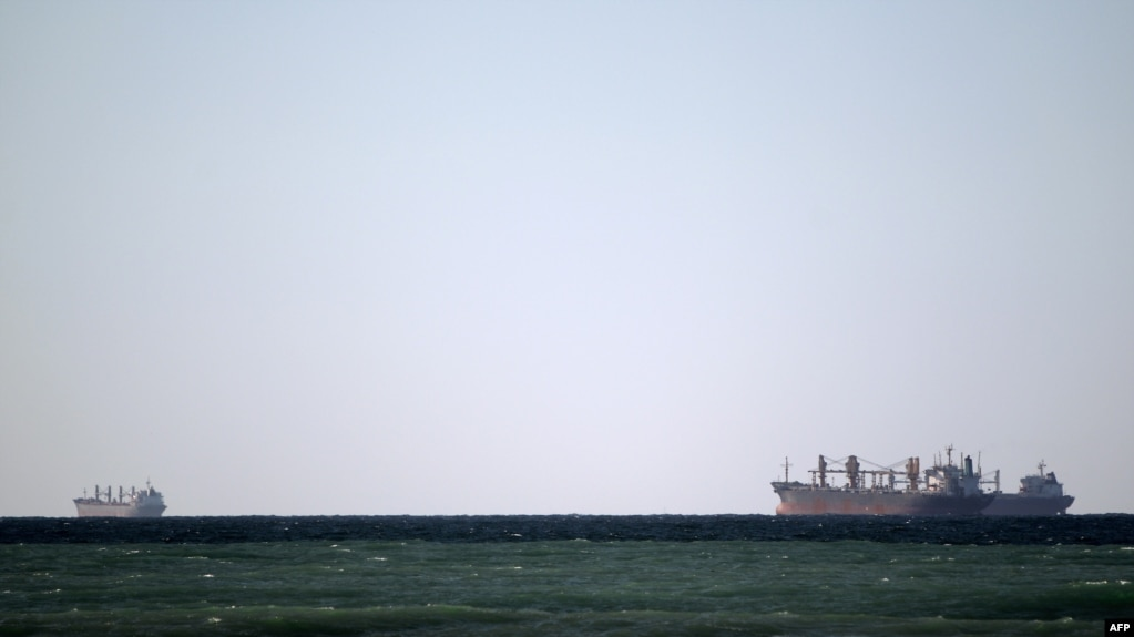 Eo biển Hormuz, tuyến đường biển huyết mạch đối với các tàu chở dầu Trung Đông di chuyển từ Vịnh Ba Tư tới Biển Ả Rập.