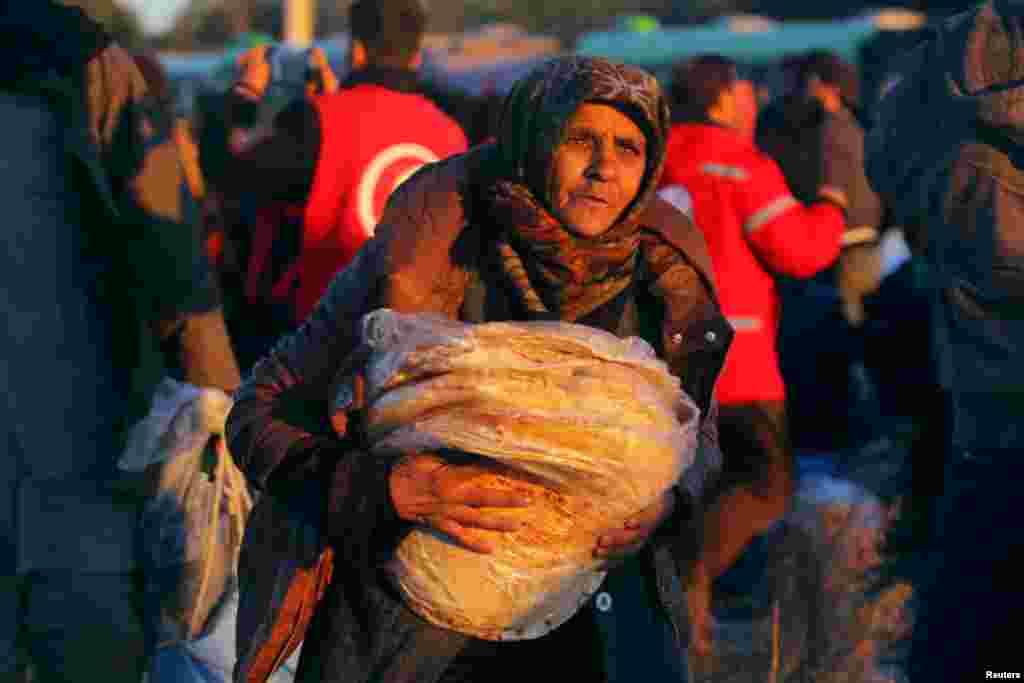 ترک وزیر خارجہ نے کہا ہے کہ ابھی انخلا مکمل نہیں ہوا اور بہت سے لوگ اب بھی وہاں سے جانا چاہتے ہیں۔