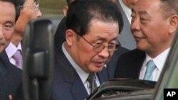 지난 13일 베이징에 도착한 북한의 장성택 국방위원회 부위원장.