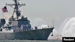 USS Nitze, kapal penghancur rudal, di pelabuhan New York. (Foto: Dok)