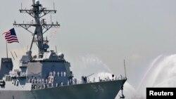 Kapal perusak USS Nitze di New York Harbor, 24 Mei 2006 (Foto: dok). Militer Amerika, Kamis (1/10) menyatakan menghantam tiga posisi radar di Yaman sebagai tanggapan atas peluncuran roket dari wilayah yang dikuasai pemberontak Houthi.