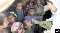 Pokistonda afg'on qochqinlarning bolalari emlanmoqda