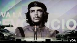 Muchos cubanos radicados en Estados Unidos están en desacuerdo con el uso de la imagen del Che.