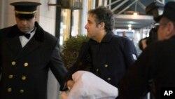 Michael Cohen về nhà ở New York với tay trái được băng bó, ngày 18 tháng 1, 2019.