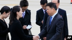 김여정이 지난 13일 평양에 도착한 쑹타오 중국 공산당 대외연락부장을 환영하고 있다.