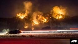 南加州大火繼續肆虐.