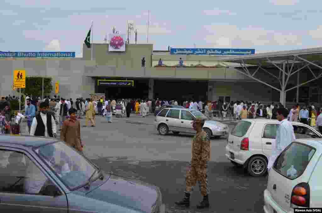 """قومی فضائی کمپنی """"پی آئی اے"""" کے ایک خصوصی طیارے کے ذریعے یہ پرواز دن ایک بج کر 35 منٹ پر اسلام آباد پہنچی۔"""