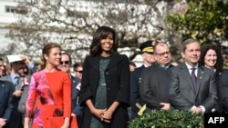 Canadian First Lady Sophie Gregoire-Trudeau and US First Lady Michell Obama watch, as US President Barack Obama and Canada's Prime Minister Justin Trudeau take part in a welcome ceremony, March 10, 2016.