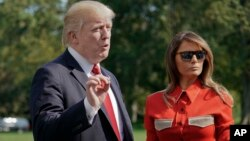 Presiden AS Donald Trump bersama ibu negara Melania Trump di Gedung Putih (10/9).