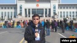 美國之音記者東方在濟南現場報導薄熙來二審
