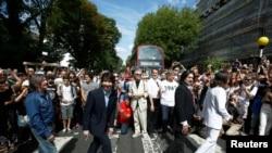 La imagen de los Beatles de hace medio siglo ha sido desde entonces imitada por innumerables admiradores de todo el mundo.