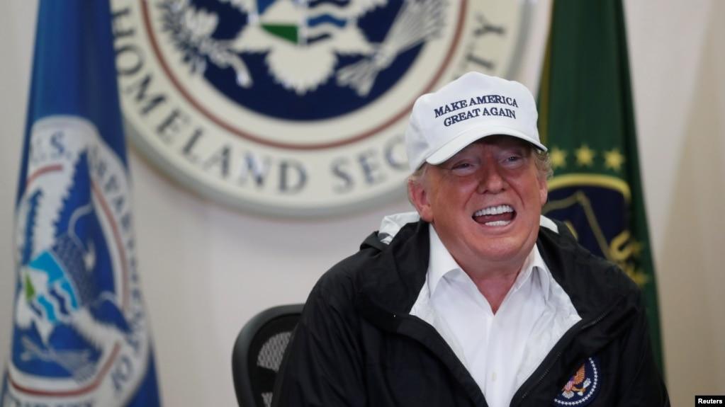 Tổng thống Donald Trump phát biểu tại cuộc thảo luận bàn tròn với các giới chức có trách nhiệm tại phi trường quốc tế McAllen-Miller ở McAllen, Texas, ngày 10/1/2019.