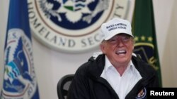 Predsednik SAD Donald Tramp na okruglom stolu u Mekalenu (Foto: Reuters)