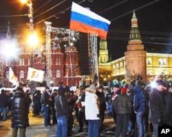 3月4總統大選投票後紅場旁普京支持者慶祝勝利