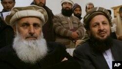 جماعت اسلامی کے سابق سینیٹر پروفیسر محمد ابراہیم (بائیں) اور جمیعت علمائے اسلام (س) کے رہنما سید محمد یوسف شاہ