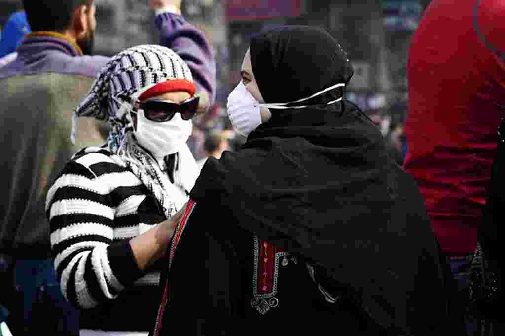 VOA - Más mujeres manifestantes salieron a la Plaza Tahrir de El Cairo durante los últimos dos días.