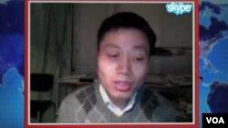 Chinese filmmaker Du Bin speaking to VOA's Mandarin Service via Skype (file photo)
