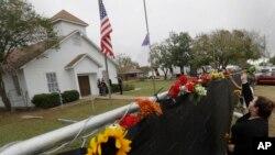 Nueva York, San Francisco y Filadelfia alegan que la desactualización de la base policial de datos sobre militares inhabilitados permitió que ocurriera la masacre de 26 personas en la iglesia bautista de Sutherland Springs, Texas, en noviembre de 2017.