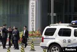 中国警车停在中国证监会门口(2015年7月9日)