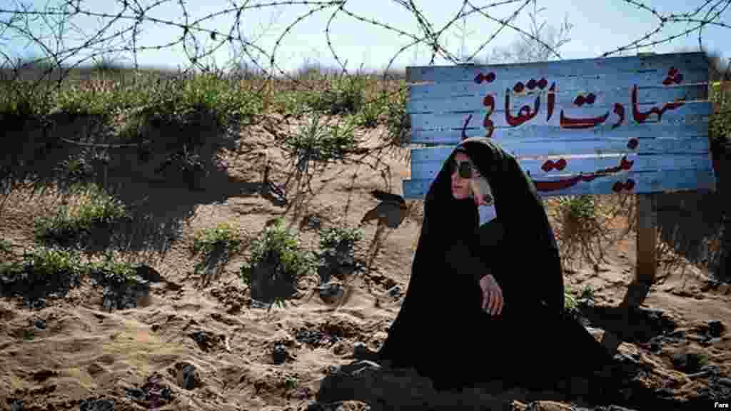 مدتهاست که نهادهایی چون بسیج و سپاه،در روزهای آخر سال برخی را برای بازدید از مناطق جنگ هشت ساله عراق با ایران می برد. امسال هم این مراسم برگزار می شود.