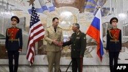 Глава Комитета начальников штабов ВС США адмирал Майкл Маллен (слева) и Глава российского Генштаба генерал Николай Макаров (справа)
