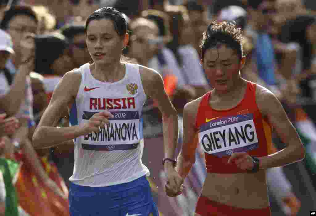Choeyang kyi (R) and Russia's Elena Lashmanova compete in the women's 20km race walk final at the London 2012 Olympic Games at The Mall August 11, 2012.