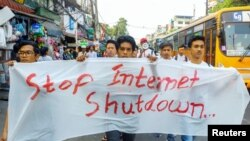 Protesters march against internet shutdown in Rakhine state in Yangon, Myanmar, February 23, 2020. Picture taken February 23, 2020 . REUTERS/Stringer NO RESALES. NO ARCHIVES - RC2Z6F9ZRRJI