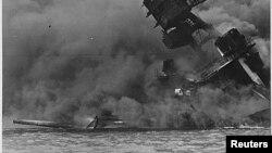 حمله ژاپن به بندر پرل هرابر، موجب شد آمریکا از سال ۱۹۴۱ وارد جنگ جهانی دوم شود.