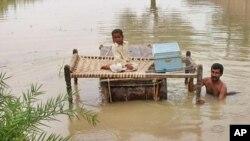 سیلاب کے ستم، سندھ کے اسکول بھی ویران ہوگئے