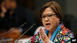 Senator Leila De Lima memberikan sambutan pasca di kota suburban Pasay, Manila, Filipina (20/9).