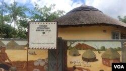 Umuzi otshengisa amasiko aMaNdebele owe Amagugu Heritage Center.