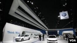 Volkswagen diperkirakan berhasil melampaui Toyota dan General Motors dalam jumlah penjualan mobil di dunia untuk tahun 2011.