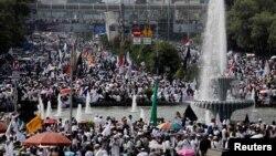 Massa ummat Islam memadati kawasan Monumen Nasional di Jakarta dan sekitarnya, dalam Acara Reuni 212 pada hari Minggu 2 Desember 2018.