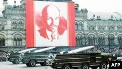 Bức ảnh Lenin tại quảng trường Đỏ ở Moscow, Nga, 7/11/1989