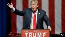 Donald Trump piensa que gracias a su presión el gobierno finalmente se ha decidido a actuar en cuando a las deportaciones de familias de indocumentados.