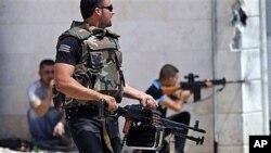 15일 이들립 시 인근의 시리아 반군.