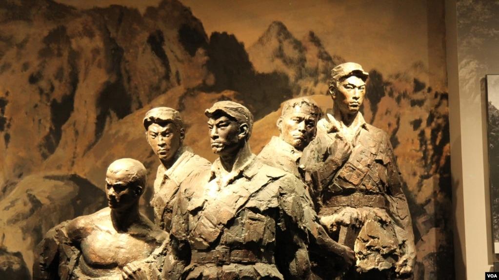 北京卢沟桥旁抗日战争纪念馆中狼牙山五壮士的雕像(东方 拍摄)