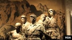 北京卢沟桥旁抗日战争纪念馆中狼牙山五壮士的雕像(美国之音东方拍摄)