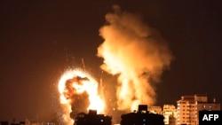 Moto mkubwa unaonekana baada ya Israeli kushambulia Gaza kwa makombora