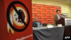 Oneida kabilesi temsilcisi Ray Halbritter, Washington'un yerel futbol takımı Redskins'in adı ve ambleminin ırkçı olduğunu savunuyor