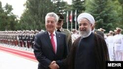 رئیس جمهوری اتریش شهریور ماه گذشته به همراه یک هیات بازرگانی به ایران سفر کرده بود.