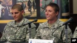 沙耶哈維爾(右)接受記者採訪