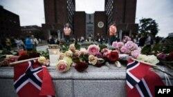 Norwegia memperingati setahun serangan kembar yang menewaskan 77 orang di negara itu, MInggu (22/7).