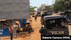 Arrivée des opposants lors d'une manifestation à Conakry, en Guinée, le 22 mars 2018. (VOA/Zakaria Camara)