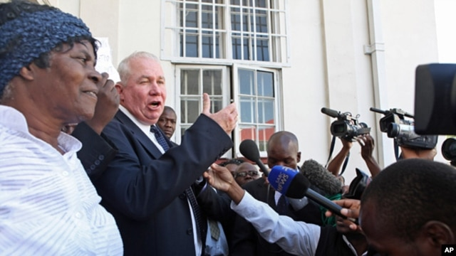 Roy Bennett addresses the media outside the High Court in Harare in this May 10, 2010 file photo.