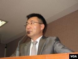 国民党立委江启臣 (美国之音 申华拍摄)