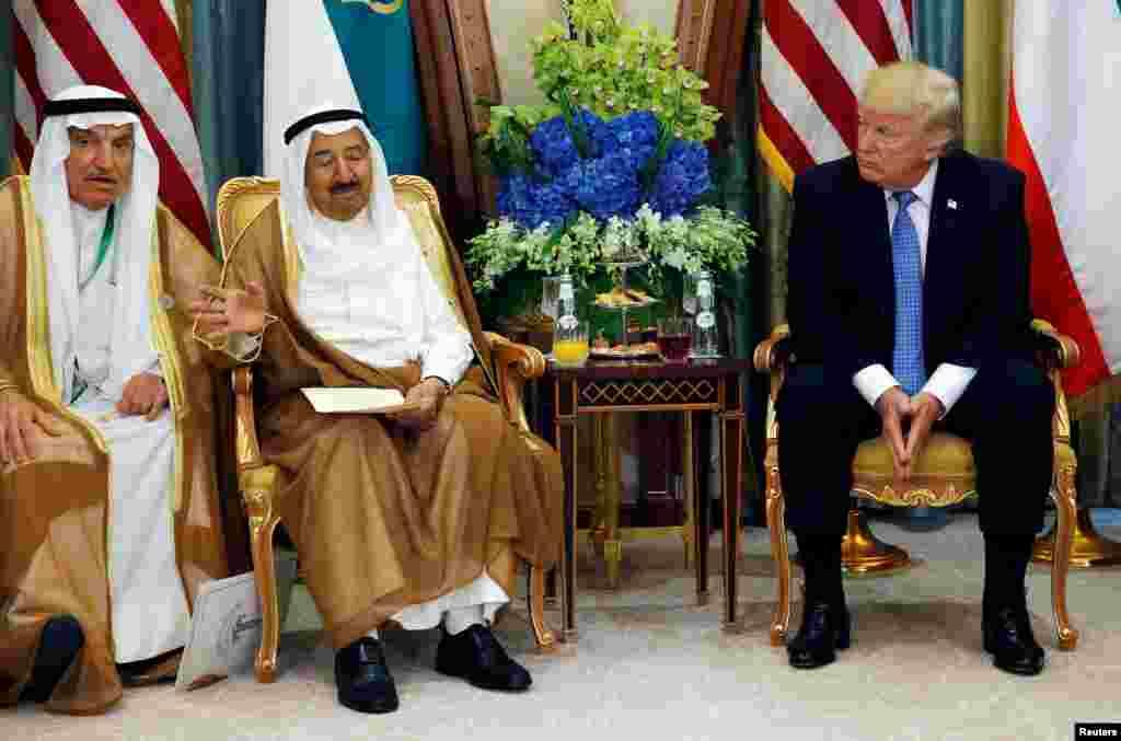 Emir of Kuwait Sabah Al-Ahmad Al-Jaber Al-Sabah bertemu dengan Presiden AS Donald Trump di Riyadh, Arab Saudi, 21 Mei 2017.