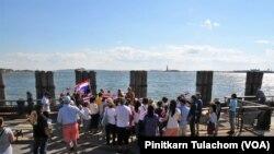 พระสุธรรม ฐิตธัมโม เดินทางถึงจุดหมายปลายทางที่อ่าวนิวยอร์ก บนเกาะแมนฮัตตันแล้ว โดยมีชาวไทยและผู้ศรัทธาร่วมกิจกรรมเดินทางในหลักไมล์สุดท้าย