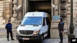 2017年11月17日,据信载著加泰罗尼亚总统普伊格蒙特的警用车驶离布鲁塞尔司法宫。