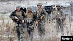 Binh sĩ Mỹ-Philippines trong cuộc tập trận chung tại Tarlac, phía bắc Manila.